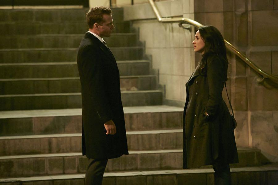 SUITS -- Episode 601 -- Pictured: (l-r) Gabriel Macht as Harvey Specter, Meghan Markle as Rachel Zane -- (Photo by: Ian Watson/USA Network)