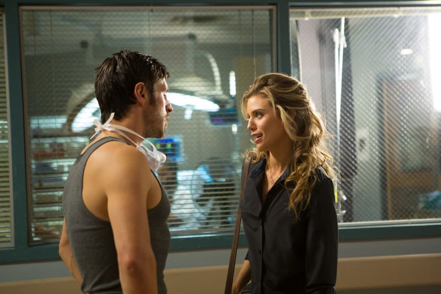 "THE NIGHT SHIFT-- ""Hot In the City"" Episode 306 -- Pictured: (l-r) Eoin Macken as Dr. TC Callahan, Annalynne McCord as Jessica Sanders -- (Photo by: John Britt/NBC)"