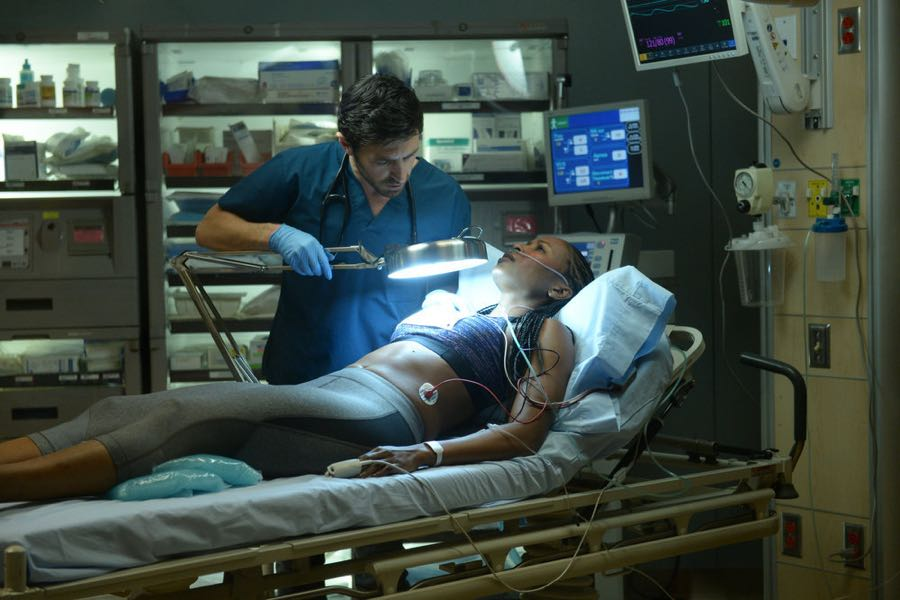 "THE NIGHT SHIFT-- ""Hot In The City"" Episode 306 -- Pictured: (l-r) Eoin Macken as Dr. TC Callahan, Erinn Westbrook as Kellyanne -- (Photo by: Ursula Coyote/NBC)"
