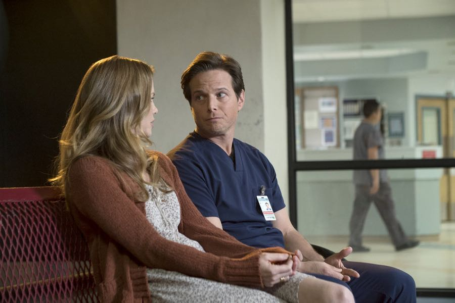 "THE NIGHT SHIFT-- ""Get Busy Living"" Episode 305 -- Pictured: (l-r) Sarah Jane Morris as Annie, Scott Wolf as Dr. Scott Clemmens -- (Photo by: John Britt/NBC)"