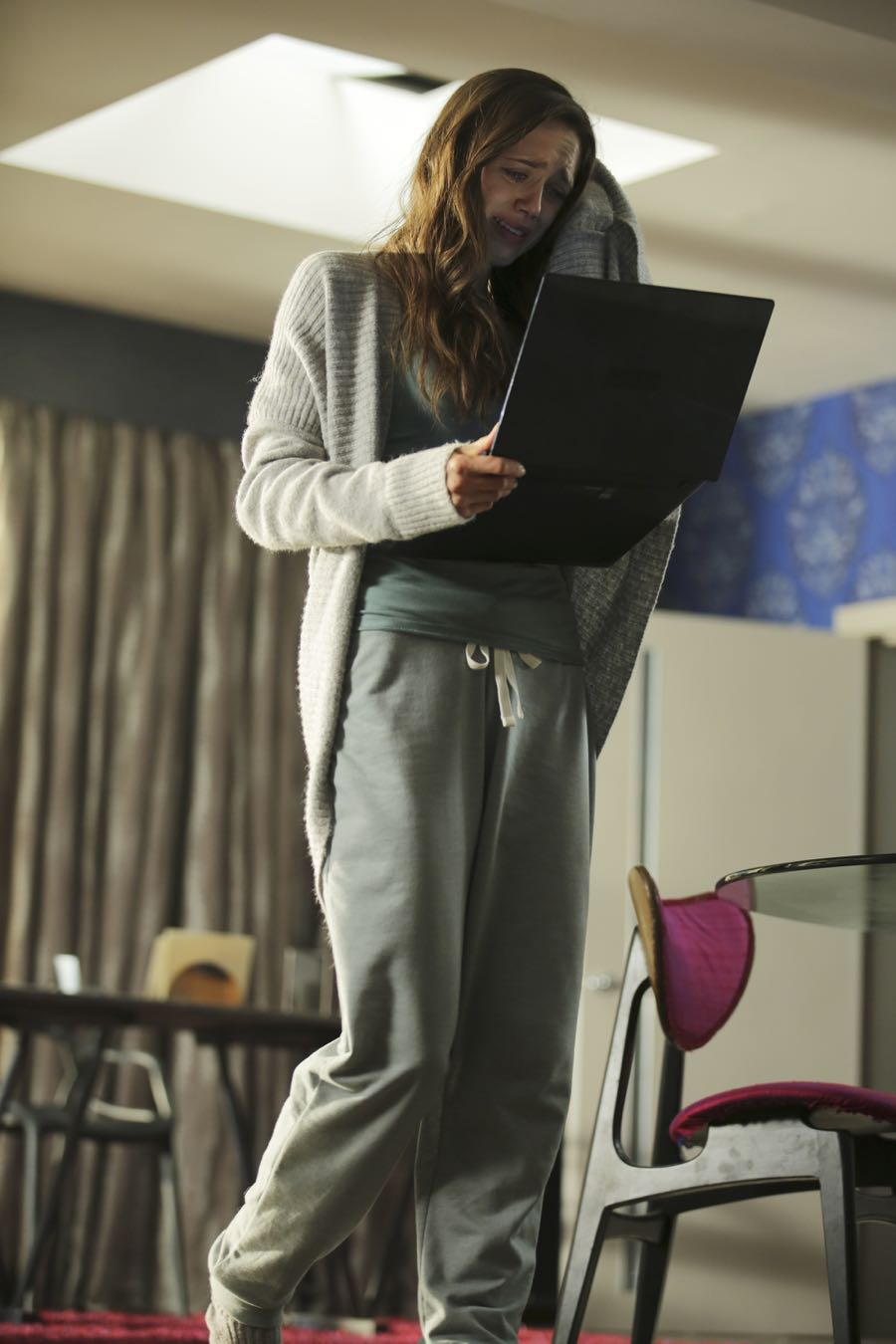 """GUILT - """"Exit Wounds"""" - Grace spirals after reading hateful remarks about herself on the internet, on an all-new episode of """"Guilt,"""" airing MONDAY, JUNE 27 (9:00 - 10:00 p.m. EDT), on Freeform. (Freeform/Angus Young) DAISY HEAD"""