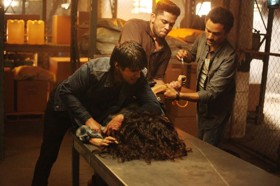 """QUEEN OF THE SOUTH -- """"Caurenta Minutos"""" Episode 102 -- Pictured: (l-r) James Martinez as Gato Fierros, Juan Filipe Barrientos as The Charger -- (Photo by: Bill Matlock/USA Network)"""