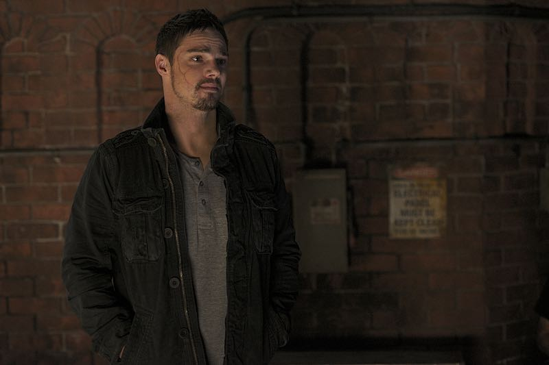 "Beauty and the Beast -- ""It's A Wonderful Beast"" -- Image Number: BB405a_0065.jpg -- Pictured: Jay Ryan as Vincent -- Photo: Sven Frenzel/The CW -- © 2016 The CW Network, LLC. All rights reserved."