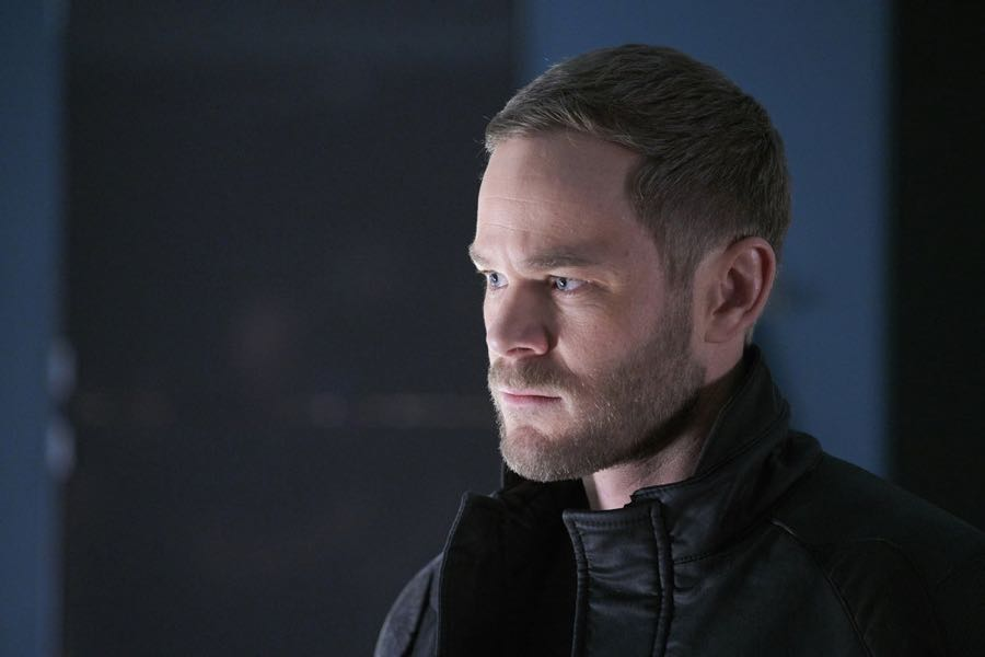 """KILLJOYS -- """"Dutch and the Real Girl"""" Episode 201 -- Pictured: Aaron Ashmore as John -- (Photo by: Steve Wilkie/Syfy/Killjoys II Productions Limited)"""