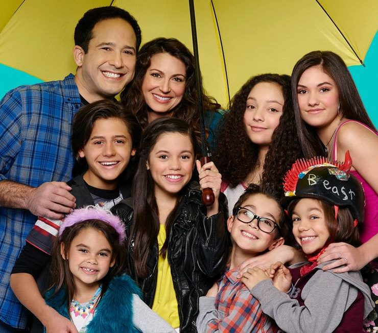 STUCK IN THE MIDDLE CAST JOE NIEVES, ISAAK PRESLEY, ARIANA GREENBLATT, JENNA ORTEGA, CERINA VINCENT, KAYLA MAISONET, NICOLAS BECHTEL, MALACHI BARTON, RONNI HAWK