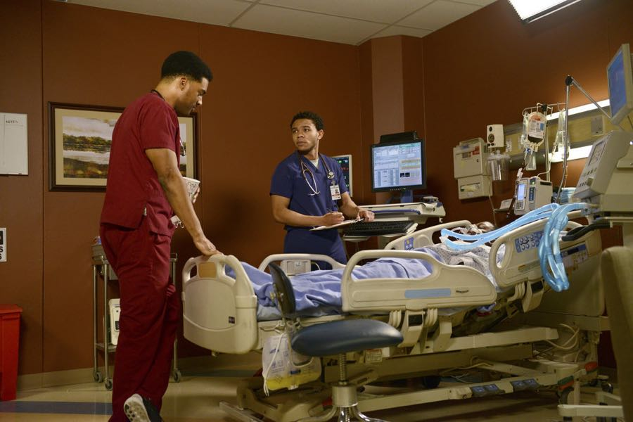 "THE NIGHT SHIFT-- ""Three-Two-One"" Episode 304 -- Pictured: (l-r) JR Lemon as Kenny Fournette, Robert Bailey Jr. as Dr. Paul Cummings -- (Photo by: Ursula Coyote/NBC)"