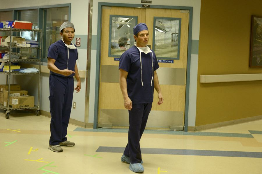 """THE NIGHT SHIFT-- """"Three-Two-One"""" Episode 304 -- Pictured: (l-r) Robert Bailey Jr. as Dr. Paul Cummings, Scott Wolf as Dr. Scott Clemmens -- (Photo by: Ursula Coyote/NBC)"""