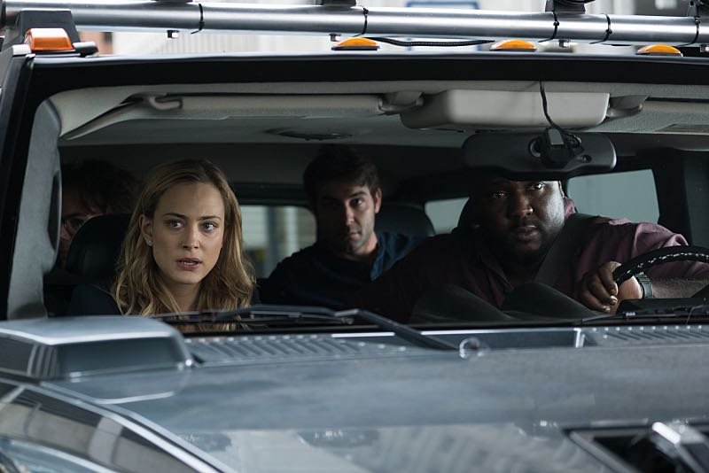 ZOO Season 2 Episode 1 Photos The Day of the Beast 11