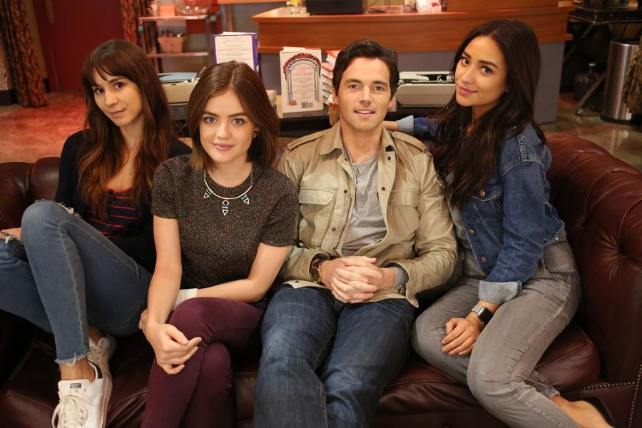 """PRETTY LITTLE LIARS - """"Bedlam"""" - The PLLs worry Ali is being tortured by """"Uber A"""" and turn to a potential enemy for help in """"Bedlam,"""" an all-new episode of Freeform's hit original series """"Pretty Little Liars,"""" airing TUESDAY, JUNE 28 (8:00 - 9:00 p.m. EDT). (Freeform/Ron Tom) TROIAN BELLISARIO, LUCY HALE, IAN HARDING, SHAY MITCHELL"""