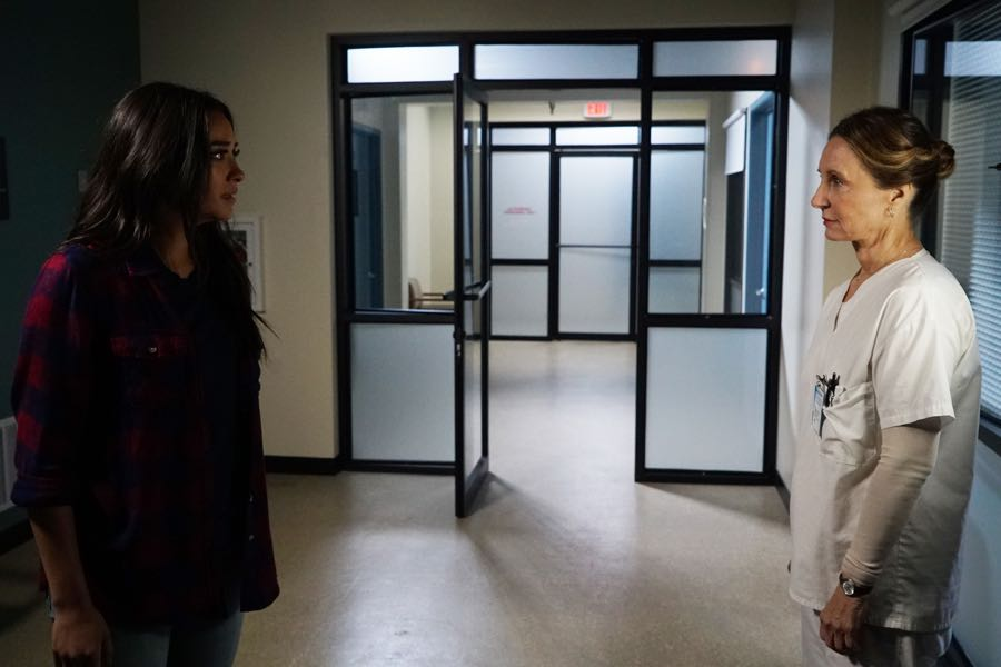 """PRETTY LITTLE LIARS - """"Bedlam"""" - The PLLs worry Ali is being tortured by """"Uber A"""" and turn to a potential enemy for help in """"Bedlam,"""" an all-new episode of Freeform's hit original series """"Pretty Little Liars,"""" airing TUESDAY, JUNE 28 (8:00 - 9:00 p.m. EDT). (Freeform/Eric McCandless) SHAY MITCHELL, GWEN HOLLOWAY"""