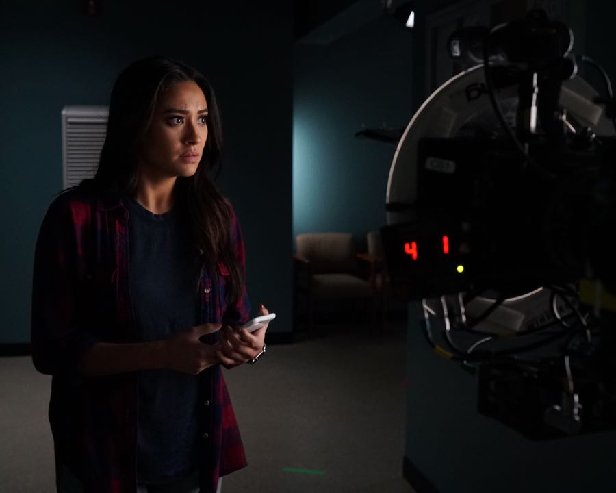 """PRETTY LITTLE LIARS - """"Bedlam"""" - The PLLs worry Ali is being tortured by """"Uber A"""" and turn to a potential enemy for help in """"Bedlam,"""" an all-new episode of Freeform's hit original series """"Pretty Little Liars,"""" airing TUESDAY, JUNE 28 (8:00 - 9:00 p.m. EDT). (Freeform/Eric McCandless) SHAY MITCHELL"""