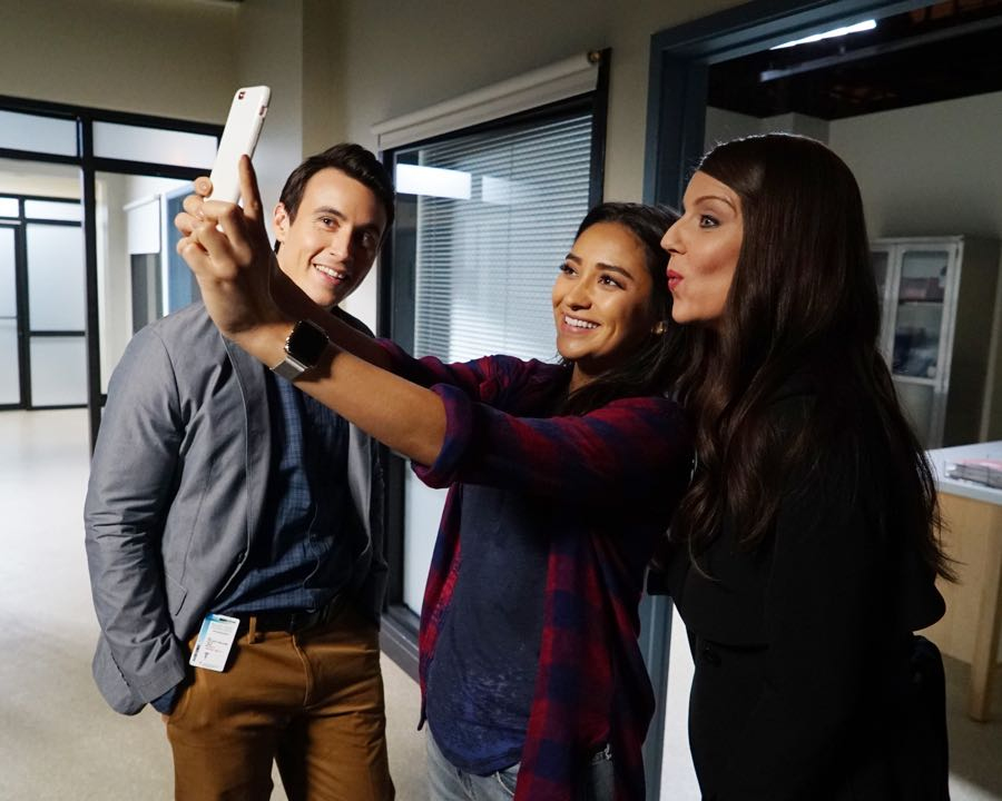 """PRETTY LITTLE LIARS - """"Bedlam"""" - The PLLs worry Ali is being tortured by """"Uber A"""" and turn to a potential enemy for help in """"Bedlam,"""" an all-new episode of Freeform's hit original series """"Pretty Little Liars,"""" airing TUESDAY, JUNE 28 (8:00 - 9:00 p.m. EDT). (Freeform/Eric McCandless) HUW J. COLLINS, SHAY MITCHELL, ANDREA PARKER"""