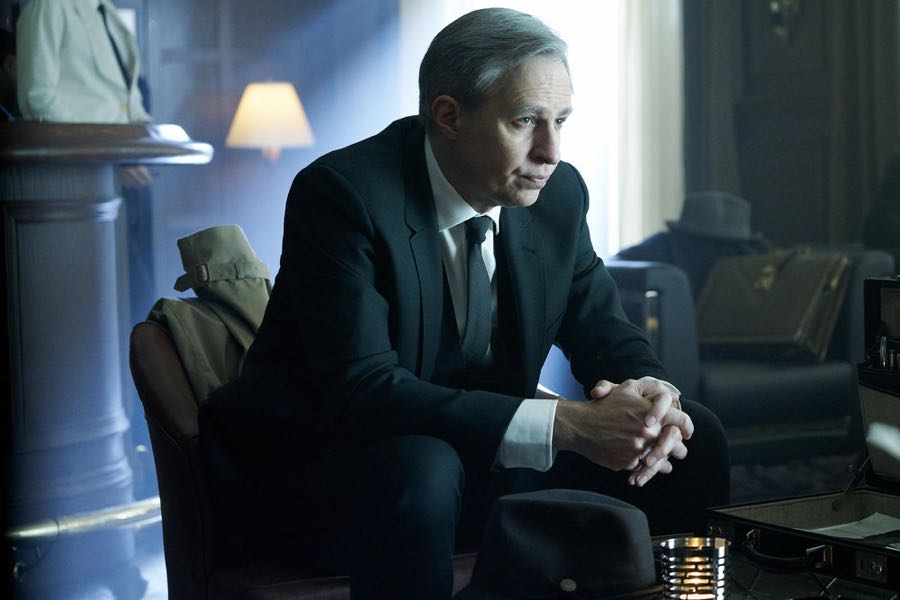 """12 MONKEYS -- """"Fatherland"""" Episode 210 -- Pictured: Jay Karnes as Robert Gale -- (Photo by: Steve Wilkie/Syfy)"""