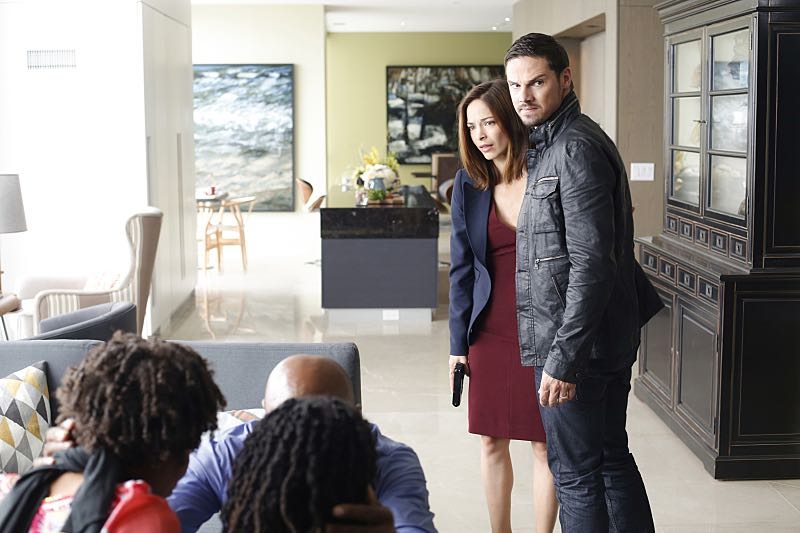 BEAUTY AND THE BEAST Season 4 Episode 4 Photos Somethings Gotta Give 1
