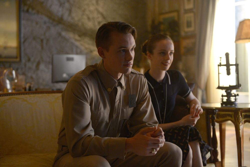"""WAYWARD PINES: L-R: Tom Stevens and Kacey Rohl in the """"Once Upon A Time in Wayward Pines"""" episode of WAYWARD PINES airing Wednesday, June 8 (9:00-10:00 PM ET/PT) on FOX. ©2016 Fox Broadcasting Co. Cr: Sergei Bachlakov/FOX"""