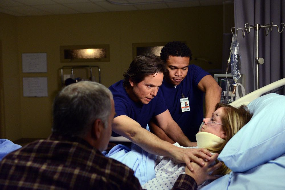 """THE NIGHT SHIFT -- """"The Thing With Feathers"""" Episode 302 -- Pictured: (l-r) Scott Wolf as Dr. Scott Clemmens, Robert Bailey, Jr. as Dr. Paul Cummings -- (Photo by: Ursula Coyote/NBC)"""