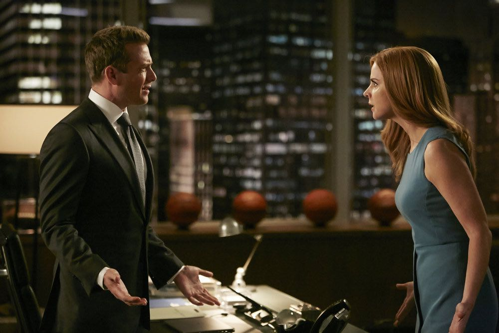 "SUITS -- ""Turn"" Episode 604 -- Pictured: (l-r) Gabriel Macht as Harvey Specter, Sarah Rafferty as Donna Paulsen -- (Photo by: Ian Watson/USA Network)"