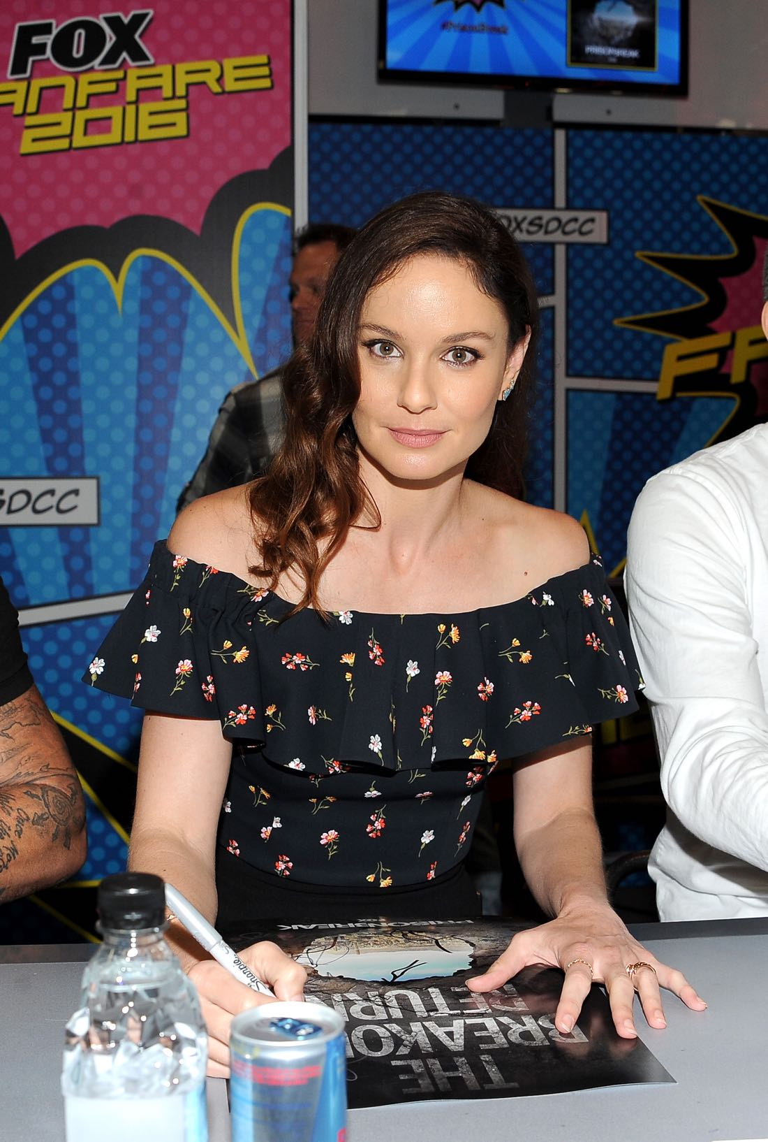 FOX FANFARE AT SAN DIEGO COMIC-CON © 2016: PRISON BREAK cast member Sarah Wayne Callies during the PRISON BREAK booth signing on Sunday, July 24 at the FOX FANFARE AT SAN DIEGO COMIC-CON © 2016. CR: Scott Kirkland/FOX © 2016 FOX BROADCASTING