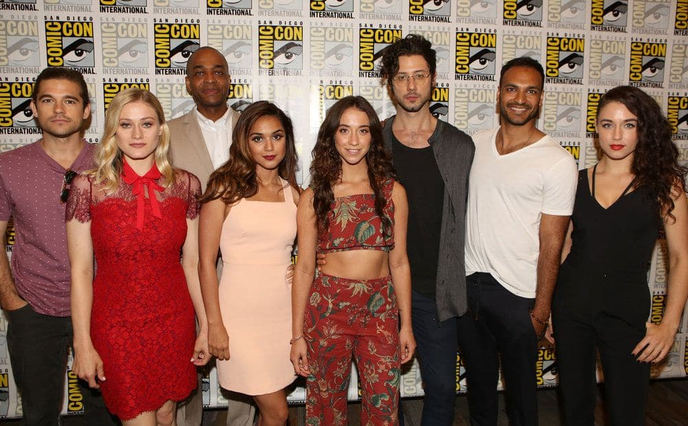 "COMIC-CON INTERNATIONAL: SAN DIEGO -- ""The Magicians Press Room"" -- Pictured: (l-r) Jason Ralph, Olivia Taylor Dudley, Summer Bishil, Rick Worthy, Stella Maeve, Hale Appleman, Arjun Gupta, Jade Tailor -- (Photo by: Evans Vestal Ward/Syfy)"