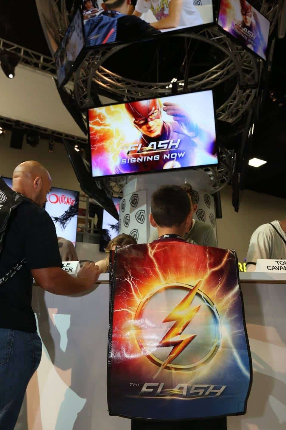 The Flash San Diego Comic Con 2016-07
