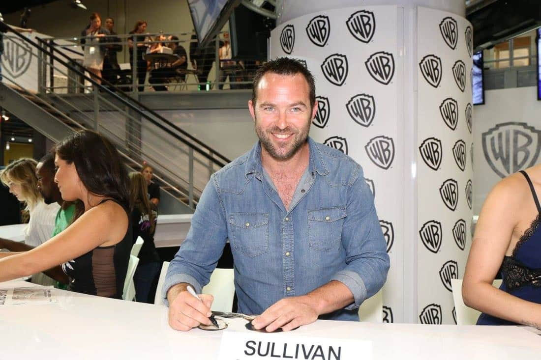 Series star Sullivan Stapleton greets BLINDSPOT fans and signs autographs at the Warner Bros. booth during Comic-Con 2016 on Friday, July 22. #WBSDCC ( © 2016 WBEI. All Rights Reserved)