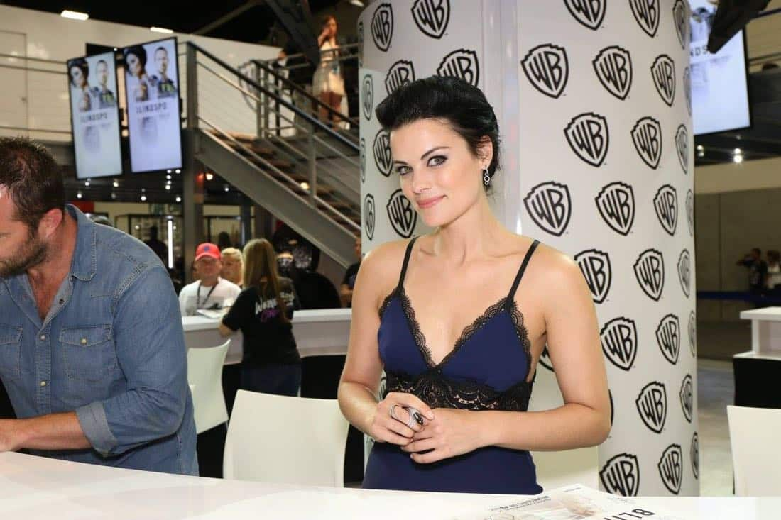 BLINDSPOT star Jaimie Alexander greets fans at the Warner Bros. booth during Comic-Con 2016 on Friday, July 22. #WBSDCC ( © 2016 WBEI. All Rights Reserved)
