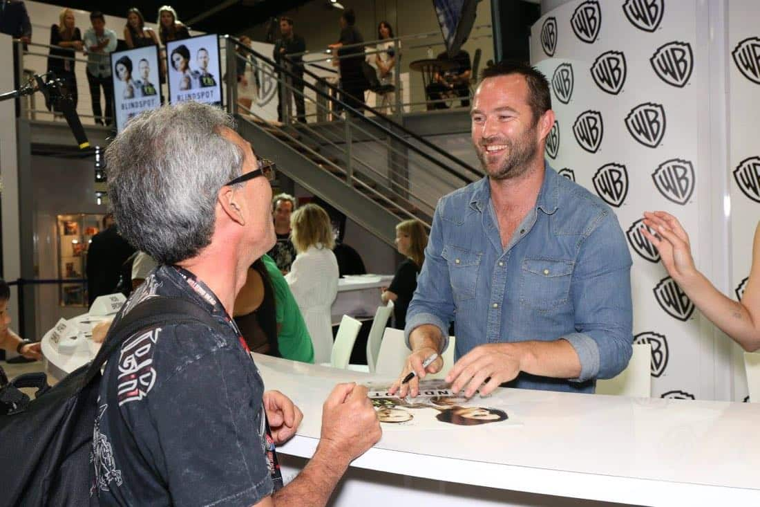 Series star Sullivan Stapleton says hello to a BLINDSPOT fan at the Warner Bros. booth during Comic-Con 2016 on Friday, July 22. #WBSDCC ( © 2016 WBEI. All Rights Reserved)