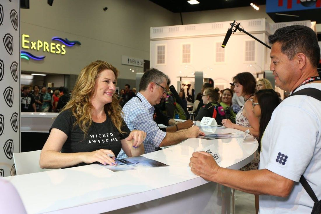 PEOPLE OF EARTH star Ana Gasteyer is all smiles for the fans in the Warner Bros. booth on Friday, July 22, at Comic-Con 2016. #WBSDCC (© 2016 WBEI. All Rights Reserved.)