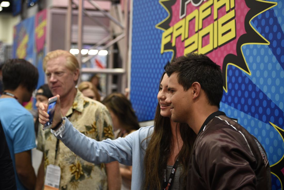 FOX FANFARE AT SAN DIEGO COMIC-CON © 2016: (L-R) Cast Member Taylor Lautner during the SCREAM QUEENS booth signing on Friday, July 22 at the FOX FANFARE AT SAN DIEGO COMIC-CON © 2016. CR: Alan Hess/FOX © 2016 FOX BROADCASTING