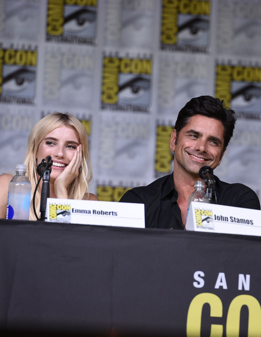 FOX FANFARE AT SAN DIEGO COMIC-CON © 2016: SCREAM QUEENS cast members Emma Roberts and John Stamos during the SCREAM QUEENS panel on Friday, July 22 at the FOX FANFARE AT SAN DIEGO COMIC-CON © 2016. CR: Alan Hess/FOX © 2016 FOX BROADCASTING