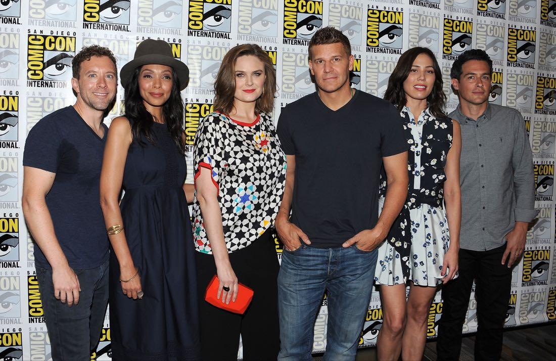 FOX FANFARE AT SAN DIEGO COMIC-CON © 2016: L-R: BONES cast members T.J. Thyne, Tamara Taylor, Emily Deschanel, David Boreanaz, Michaela Conlin and John Boyd during the BONES press room on Friday, July 22 at the FOX FANFARE AT SAN DIEGO COMIC-CON © 2016. CR: Scott Kirkland/FOX © 2016 FOX BROADCASTING