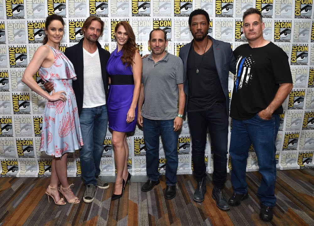 Colony Cast Comic Con 2016 10