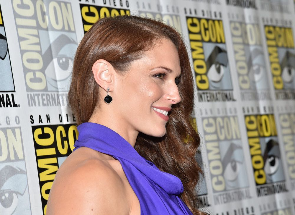 """COMIC-CON INTERNATIONAL: SAN DIEGO -- """"Colony Press Room"""" -- Pictured: Amanda Righetti -- (Photo by: Mike Windle/USA Network)"""