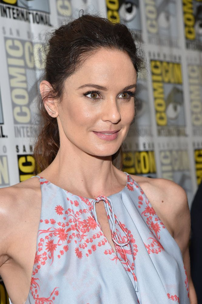 "COMIC-CON INTERNATIONAL: SAN DIEGO -- ""Colony Press Room"" -- Pictured: Sarah Wayne Callies -- (Photo by: Mike Windle/USA Network)"