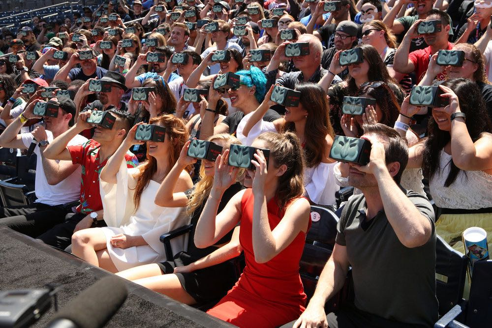 "COMIC-CON INTERNATIONAL: SAN DIEGO -- ""Mr. Robot Petco Park Stunt"" -- Pictured: (l-r) Rami Malek, Grace Gummer, Portia Doubleday, Carly Chaiken, Christian Slater -- (Photo by: Evans Vestal Ward/USA Network)"