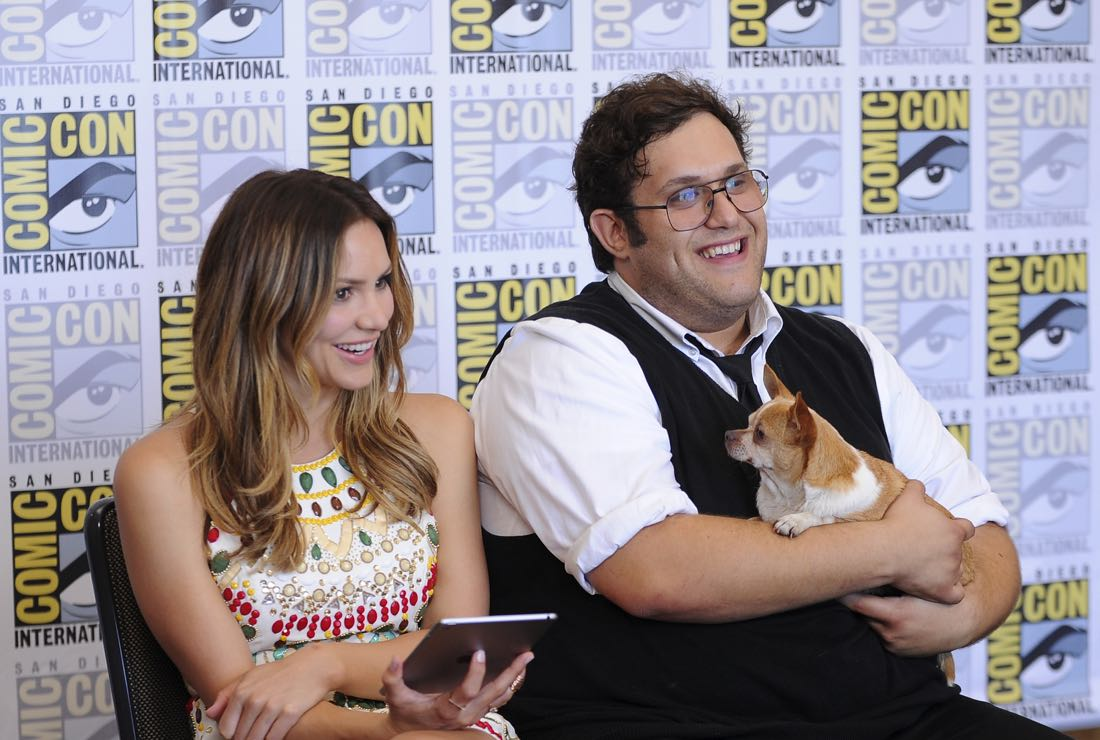 The cast of Scorpion goes live on Facebook with CBS Interactive at COMIC-CON® 2016 in San Diego, California.Pictured: Katharine McPhee and Ari Stidham (holding Wilmer McPhee) Photo: Johnny Vy/CBS ©2016 CBS Broadcasting, Inc. All Rights Reserved