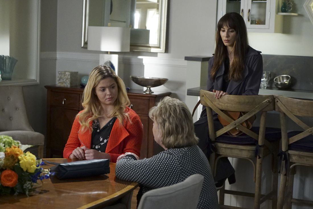 """PRETTY LITTLE LIARS - """"Wanted: Dead or Alive"""" - As the police gain new leads in Rollins' disappearance, the Liars wonder if he really is dead while someone else meets his/her end, in """"Wanted: Dead or Alive,"""" an all-new episode of Freeform's hit original series """"Pretty Little Liars,"""" airing TUESDAY, AUGUST 2 (8:00-9:00 p.m. EDT). (Freeform/Eric McCandless) SASHA PIETERSE, BETHANY ROONEY (DIRECTOR), TROIAN BELLISARIO"""