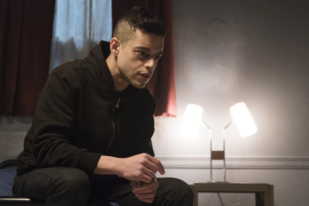 "MR. ROBOT -- ""eps2.1_k3rnel%u2010pan1c.ksd"" Episode 203 -- Pictured: (l-r) -- (Photo by: Peter Kramer/USA Network)"