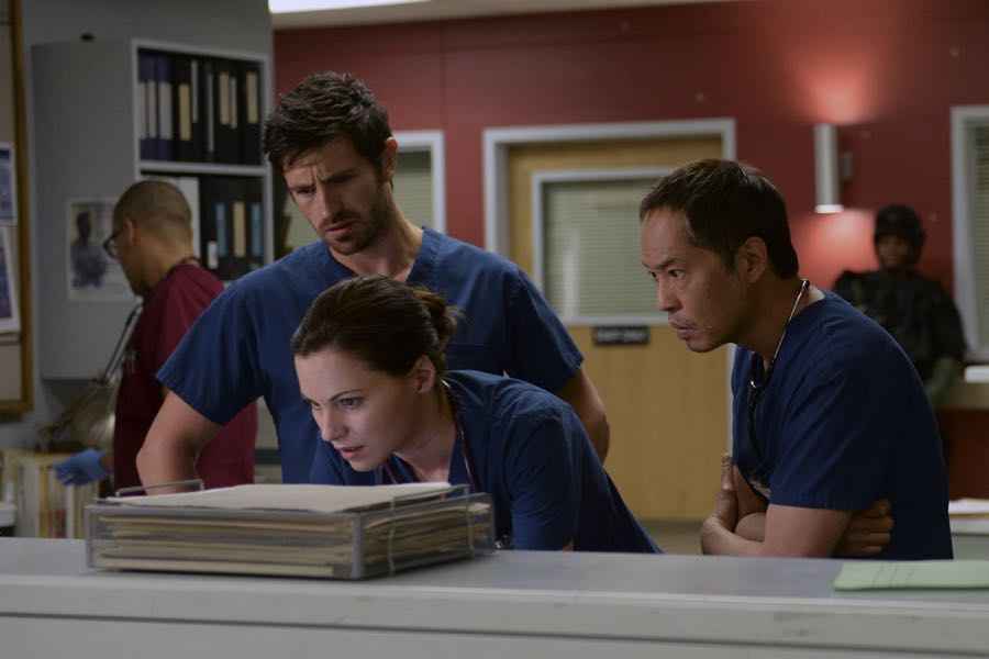 "THE NIGHT SHIFT -- ""Unexpected"" Episode 309 -- Pictured: (l-r) Eoin Macken as T.C. Callahan, Jill Flint as Dr. Jordan Alexander,  Ken Leung as Dr. Topher Zia -- (Photo by: Ursula Coyote/NBC)"