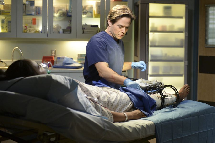 "THE NIGHT SHIFT -- ""Unexpected"" Episode 309 -- Pictured: Scott Wolf as Dr. Scott Clemmens -- (Photo by: Ursula Coyote/NBC)"
