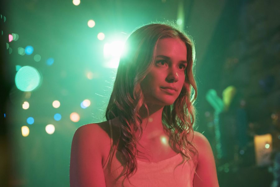 """DEAD OF SUMMER - """"Modern Love"""" - The annual masquerade ball sets the stage for intrigue and danger in """"Modern Love,"""" an all-new episode of """"Dead of Summer,"""" airing TUESDAY, JULY 19 (9:00 - 10:00 p.m. EDT), on Freeform. (Freeform/Katie Yu) ELIZABETH LAIL"""