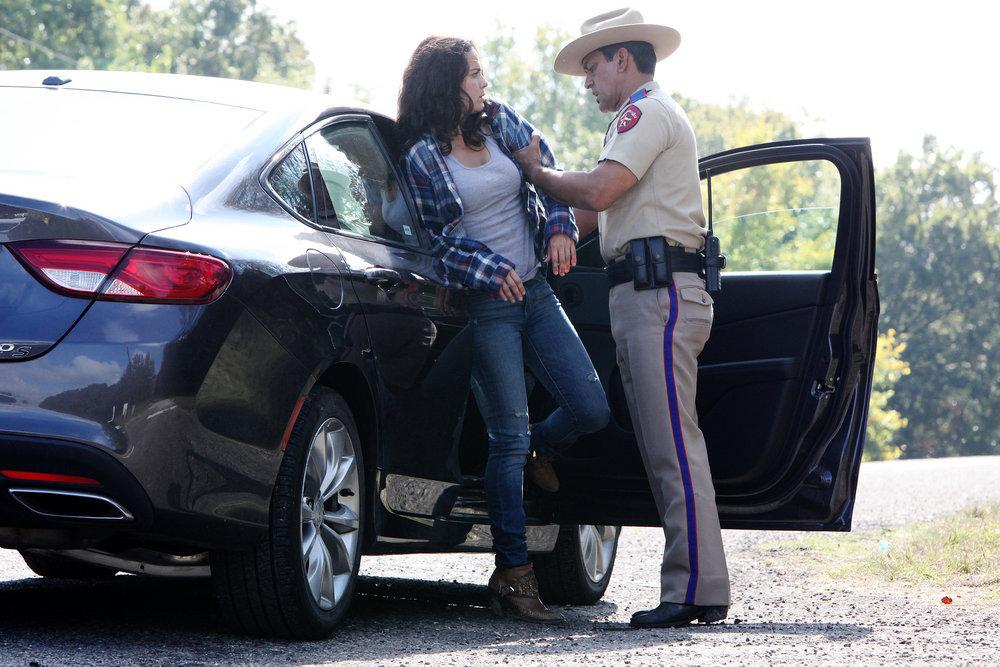 "QUEEN OF THE SOUTH -- ""Lirio de lo Valles"" Episode 104 -- Pictured:  Alice Braga as Teresa Mendoza -- (Photo by: Bill Matlock/USA Network)"