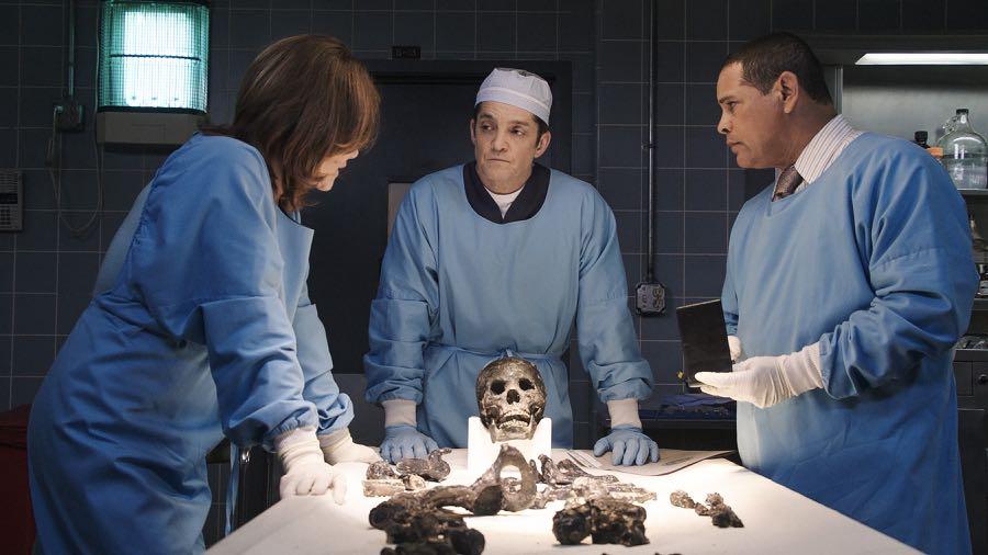 MAJOR CRIMES Season 5 Episode 4 Photos Skin Deep-01