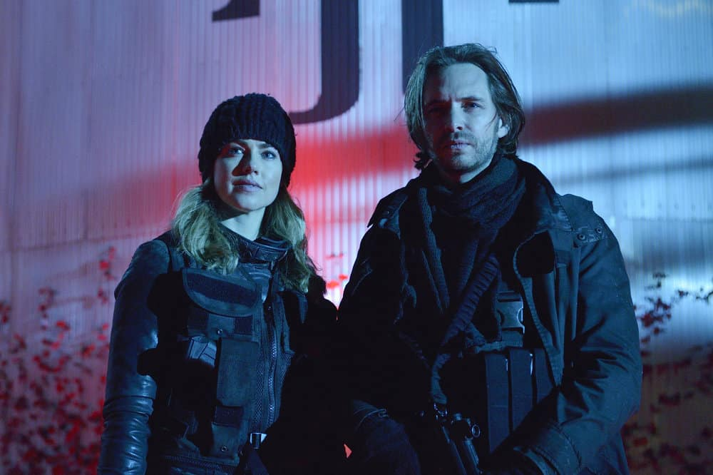 """12 MONKEYS -- """"Memory of Tomorrow"""" Episode 213 -- Pictured: (l-r) Amanda Schull as Cassandra Railly, Aaron Stanford as James Cole -- (Photo by: Ben Mark Holzberg/Syfy)"""