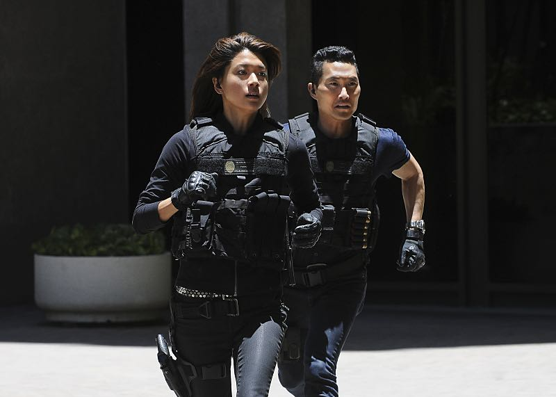 """""""Makaukau 'oe e Pa'ani?"""" - When the bodies of two serial killers are found on Five-0 property with chess pieces in their mouths, McGarrett and the team hunt for a vigilante as fear grows that tourists aren't safe in Hawaii, on the seventh season premiere of HAWAII FIVE-0, Friday, Sept. 23 (9:00-10:00, ET/PT), on the CBS Television Network. Rosalind Chao guest stars as Governor Keiko Mahoe. Pictured Left to Right: Grace Park as Kono Kalakaua and Daniel Dae Kim as Chin Ho Kelly. Photo: Norman Shapiro/CBS ©2016 CBS Broadcasting, Inc. All Rights Reserved"""