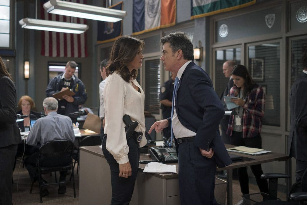 "LAW & ORDER: SPECIAL VICTIMS UNIT -- ""Terrorized"" Episode 1801 -- Pictured: (l-r) Mariska Hargitay as Lieutenant Olivia Benson, Peter Gallagher as Chief William Dodds -- (Photo by: Michael Parmelee/NBC)"