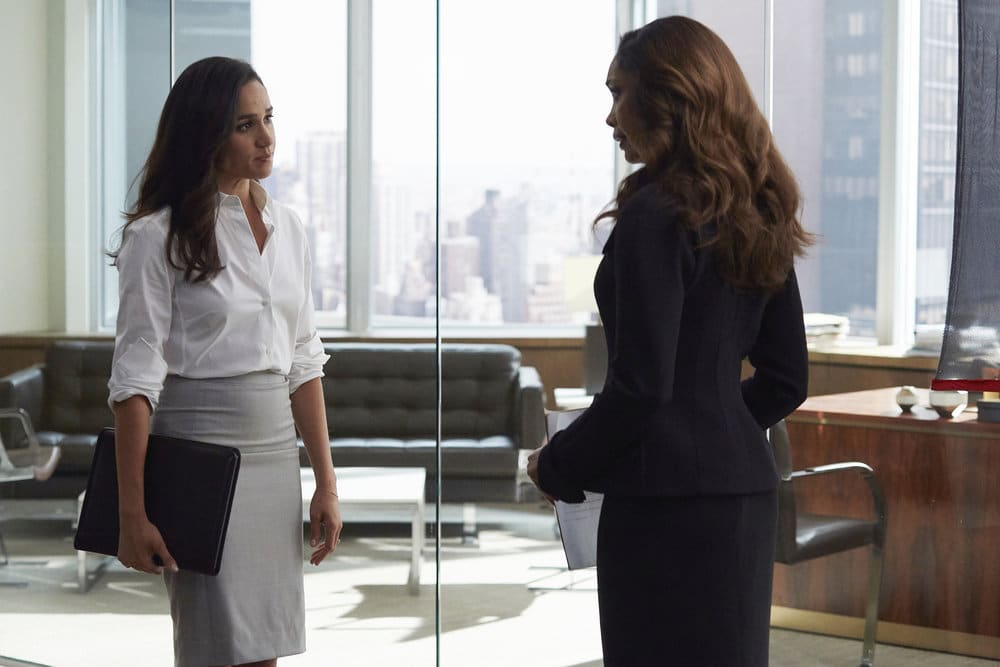 """SUITS -- """"Borrowed Time"""" Episode 608 -- Pictured: (l-r) Meghan Markle as Rachel Zane, Gina Torres as Jessica Pearson -- (Photo by: Shane Mahood/USA Network)"""