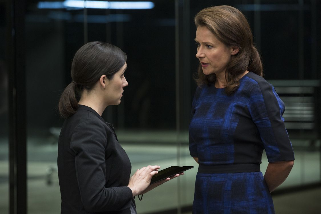 Shannon Woodward as Elsie and Sidse Babett Knudsen as Theresa Cullen (Photo : John P. Johnson/HBO)