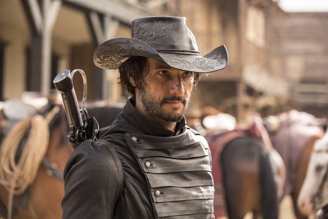 Rodrigo Santoro as Hector Escaton (Photo : John P. Johnson/HBO)