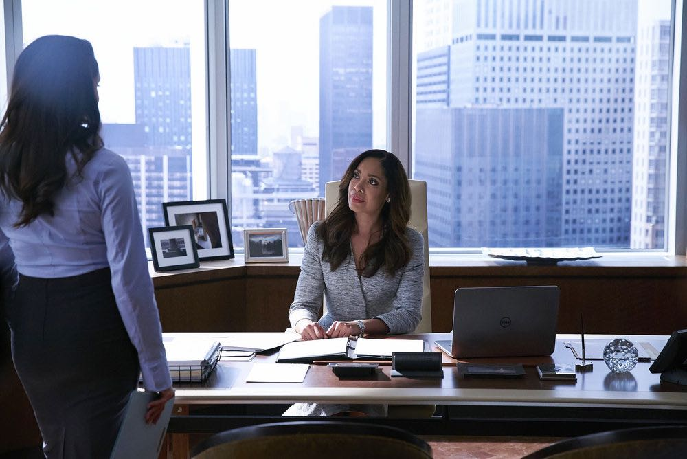 """SUITS -- """"Shake the Trees"""" Episode 607 -- Pictured: Gina Torres as Jessica Pearson -- (Photo by: Shane Mahood/USA Network)"""